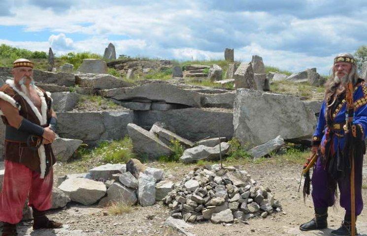 Від дольменів до пірамід Гізи: на Запоріжжі будують унікальний парк мегалітів