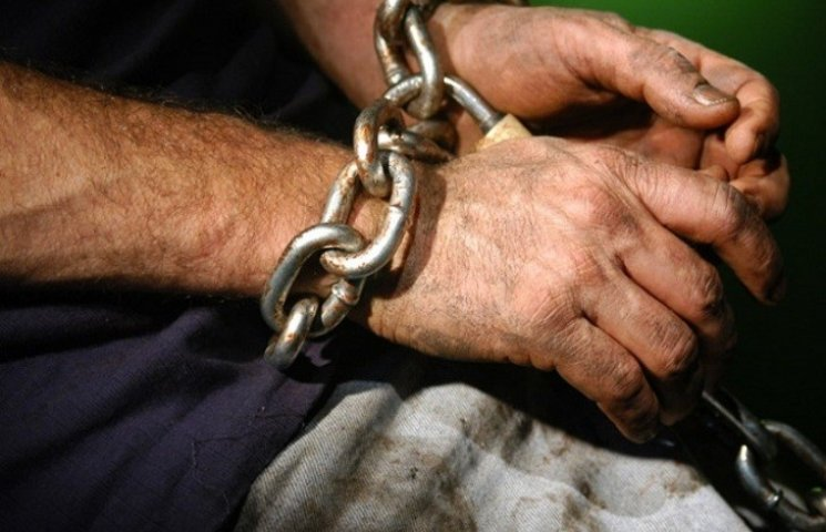 У Миколаєві чоловік, якого депортували ще в 2011 році, заробляв на пограбуваннях