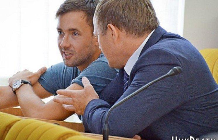 У Миколаєві депутат облради відзвітував перед кримінальним авторитетом прямо на сесії (ФОТО, ВІДЕО)