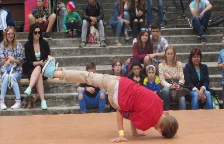 """У Хмельницькому відбувся фестиваль вуличних видів мистецтва """"Джемчик 6.0"""""""
