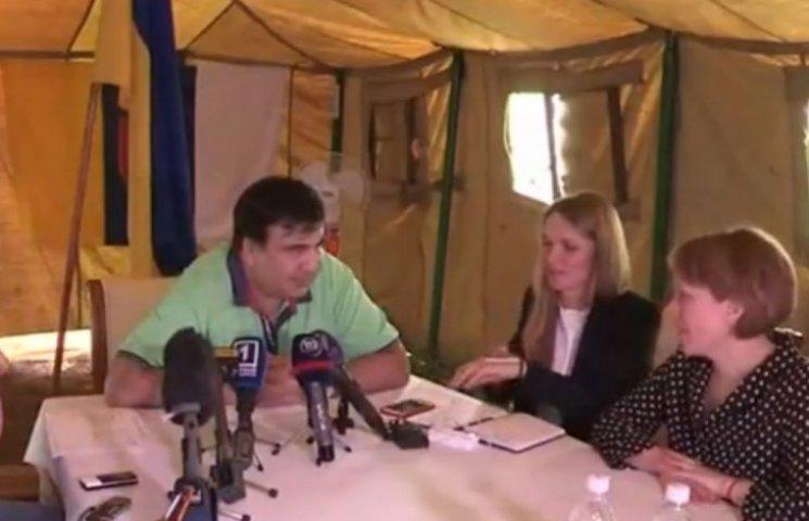 """Работая на трассе, Саакашвили за несколько дней """"обслужил"""" сотни людей (ФОТО)"""