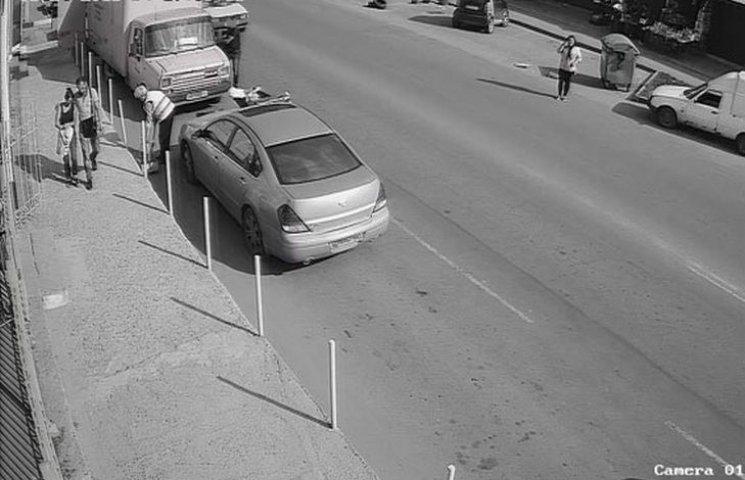 В Одесі чоловік пограбував припарковану вантажівку
