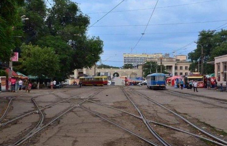 В Одесі біля залізничного вокзалу зійшов з рейок трамвай