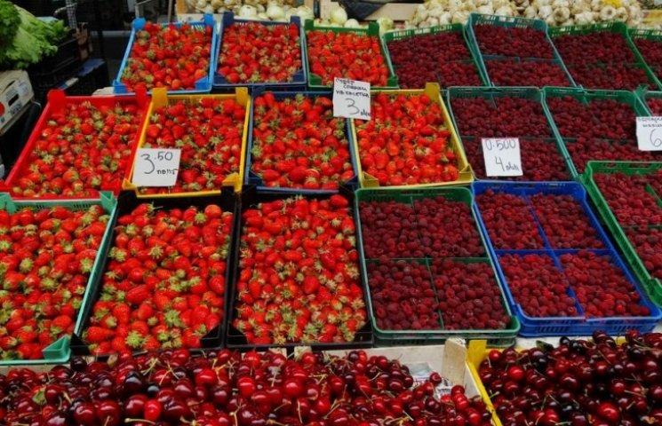 На Миколаївщині дорожчають фрукти: полуниця додала в ціні на 44,9%