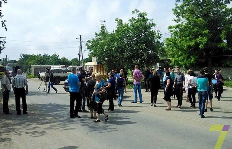 На Одещині жителі одного з сіл перекрили дорогу