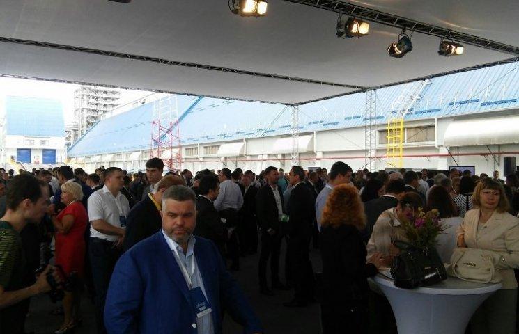 У Миколаївському морпорту з хвилини на хвилину чекають на Порошенка