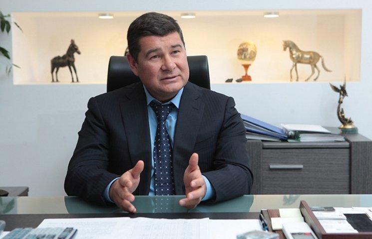 Антикоррупционная прокуратура просит Раду арестовать Онищенко. Слово - за Луценко