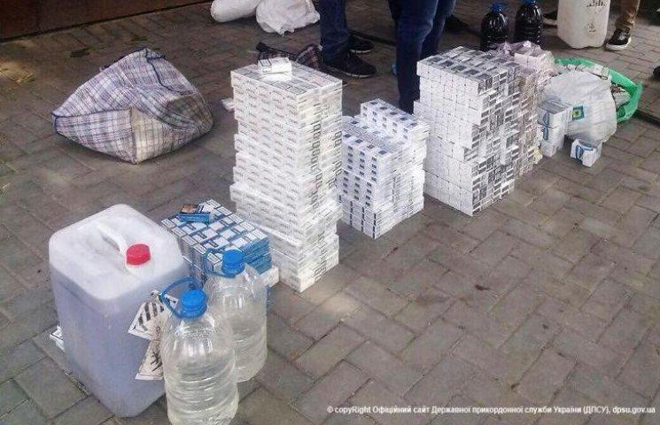 На Одещині правоохоронці викрили місце накопичення контрабандних товарів
