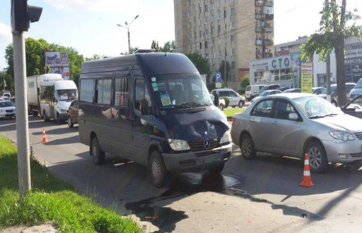 У Хмельницькому в ДТП потрапила маршрутка