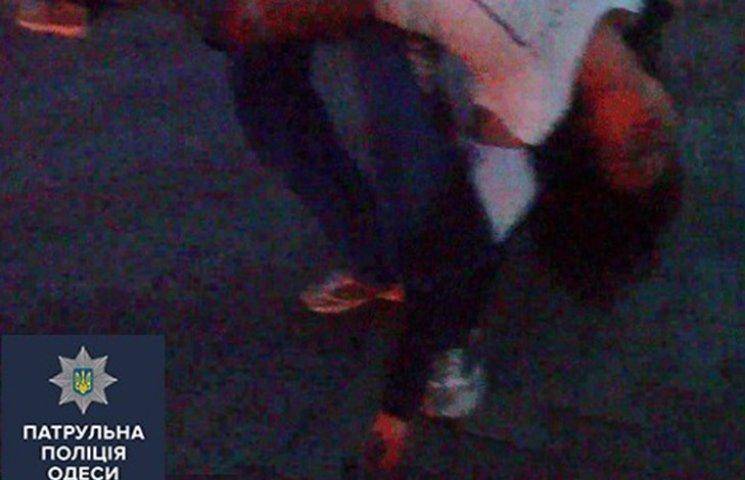 Невдале побачення: В Одесі хлопець побив дівчину та хотів скинути її з мосту