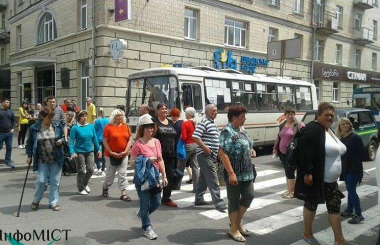 Черкаські підприємці перекрили дорогу, вимагаючи зустрічі з мером
