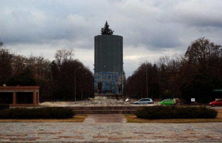 На Полтавщині залишки Леніна одягнуть у вишиванку