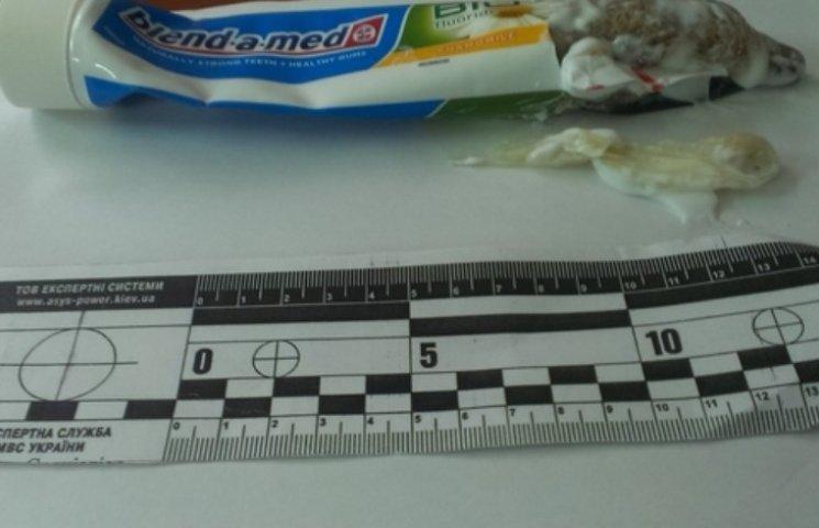 У Миколаївську колонію намагались передати наркотики в презервативі та зубній пасті