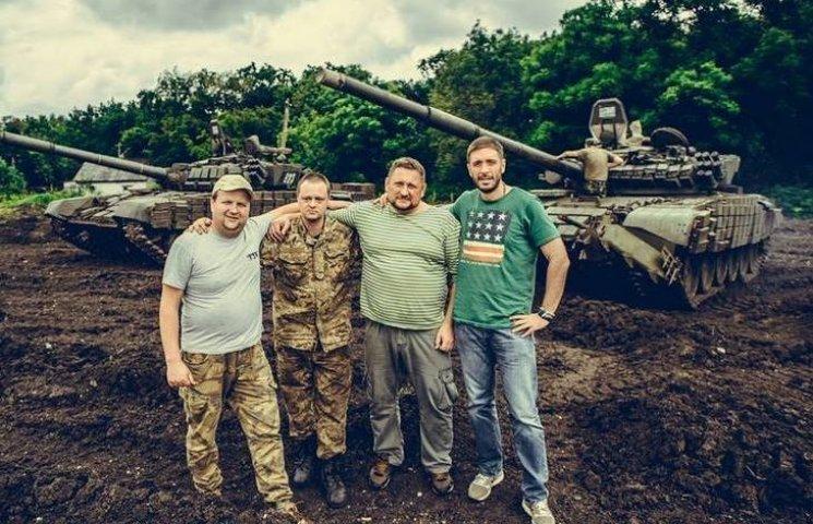 """В новому кліпі """"ТІК"""" показав як волонтерить зі Степаничем на передовій"""