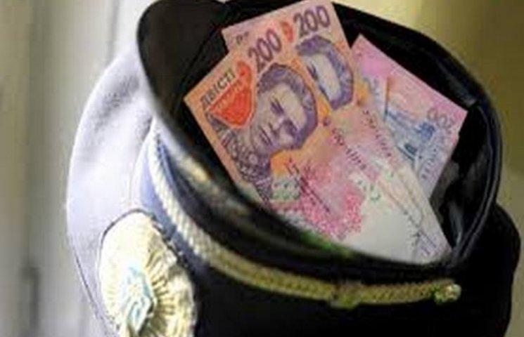 За одержання $800 хабаря судитимуть поліцейських з Хмельниччини
