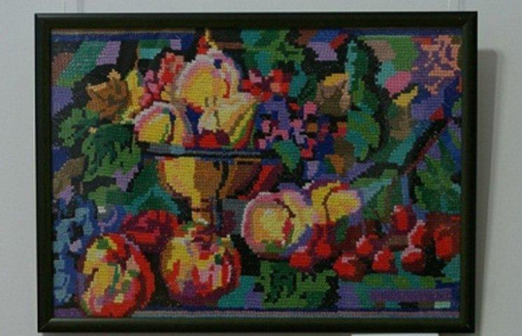 Колекціонерка вишитих картин відкрила експозицію у Вінниці