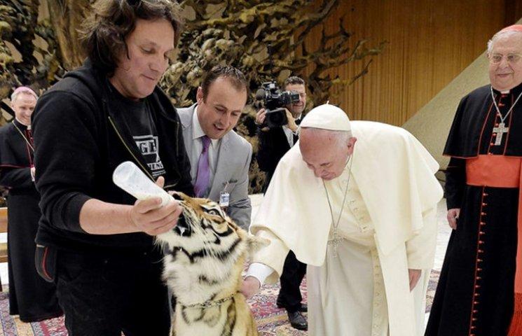 Видео дня: Реакция на позор Украины и встреча Папы Римского с тигром