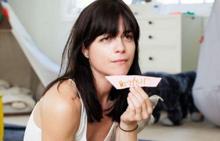 Відому голлівудську акторку госпіталізували через дебош на борту літака
