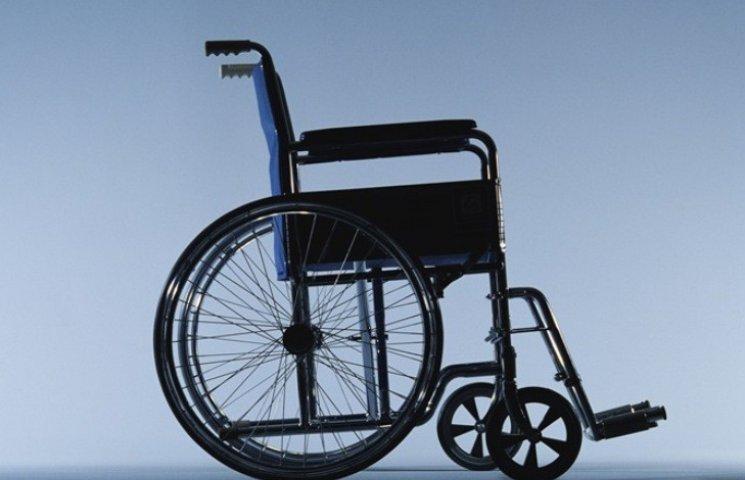 Миколаївська влада випробує доступність центру міста на інвалідних візках