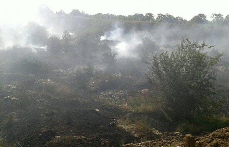 Миколаївське стихійне сміттєзвалище засипатимуть землею, щоб припинити тління
