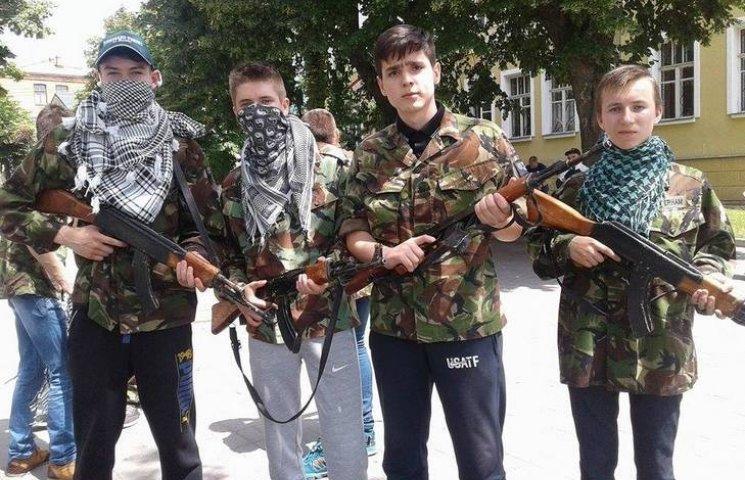 """Вінницькі СБУшники """"вдарили"""" флешмобом по тероризму"""