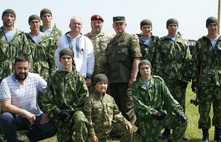 На Вінниччині працює унікальний військово-патріотичий парашутно-десантний табір
