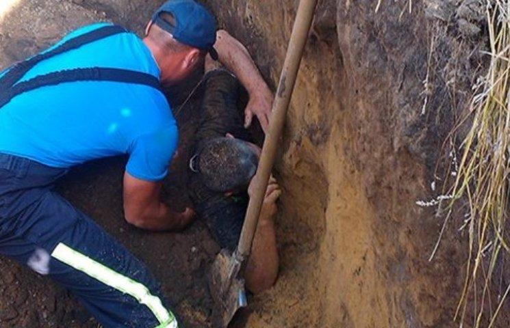 На Миколаївщині двох чоловіків засипало землею в каналізаційній мережі