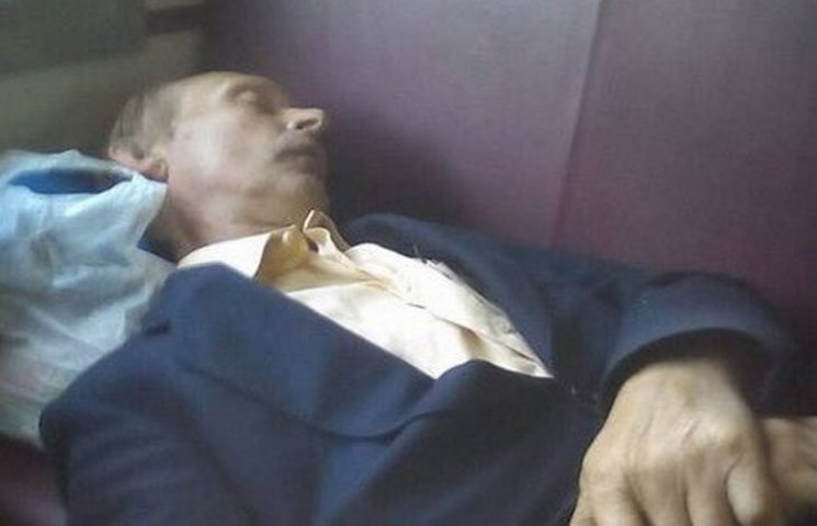 Як Путін в електричці спав