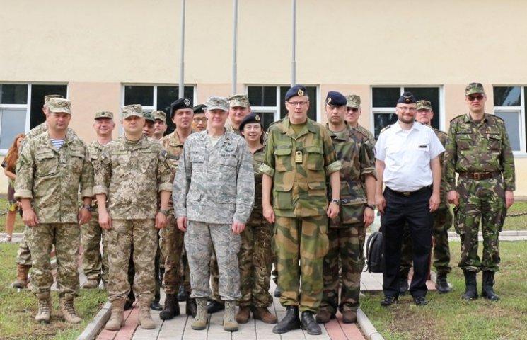 Каменец-Подольский посетили иностранные военные дипломаты
