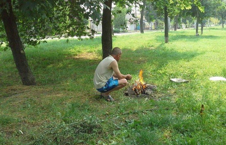 У Миколаєві нахабні городяни смажили шашлики прямо на газоні