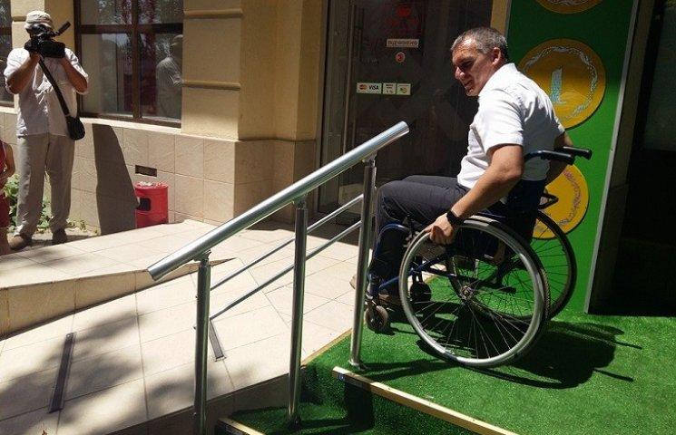 Мэра Николаева посадили в инвалидную коляску