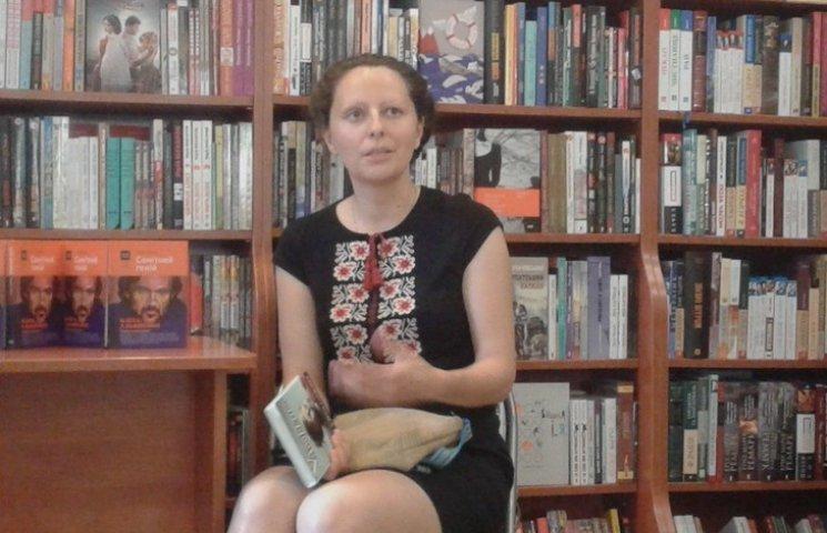 Доцентка ДонНУ написала книгу про письменника, якому закидали порнографію