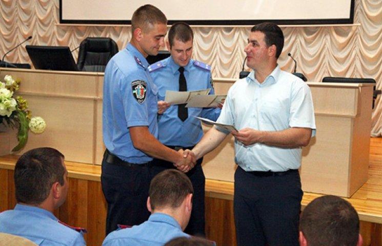 Перша група дільничних Хмельниччини отримала сучасні сертифікати