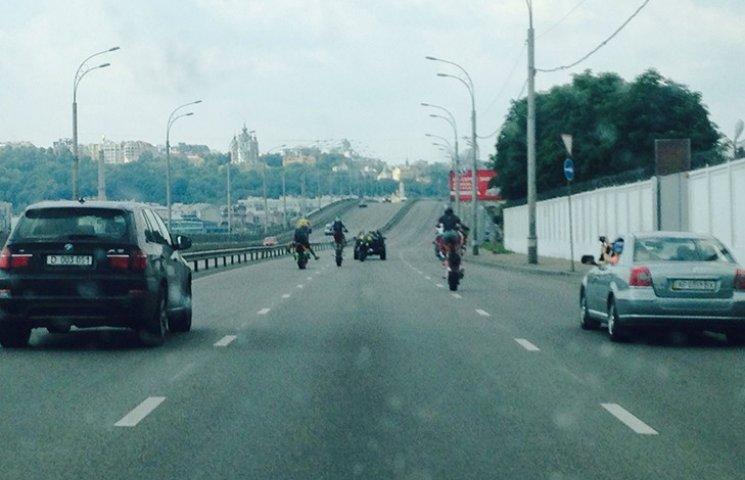На Гаванському мосту байкери влаштували екстремальне катання