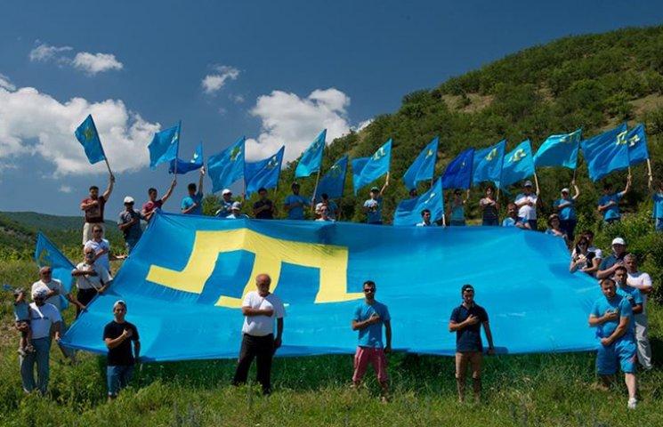 В оккупированном Крыму устроили автопробег ко дню крымскотатарского флага