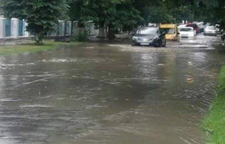 Туристичну мекку Хмельниччини затопило дощовими водами
