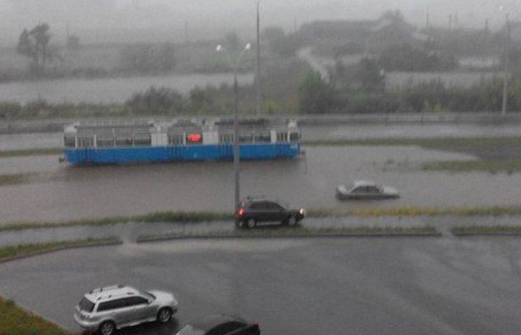 Вінницькі рятувальники 14 разів виїжджали на виклики через зливу
