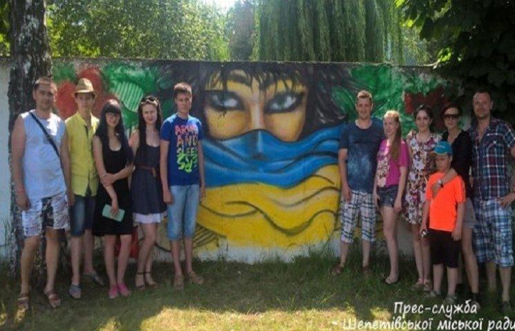 Жінок, які чекають бійців з війни, малювали у Шепетівці
