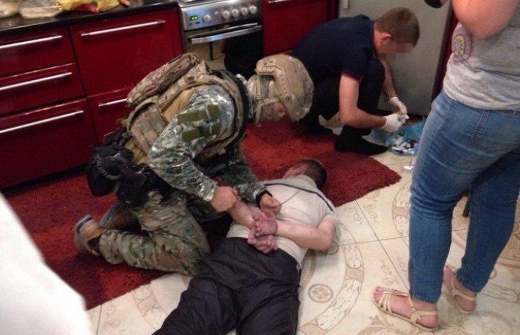 Миколаївські дилери збували зброю із зони АТО