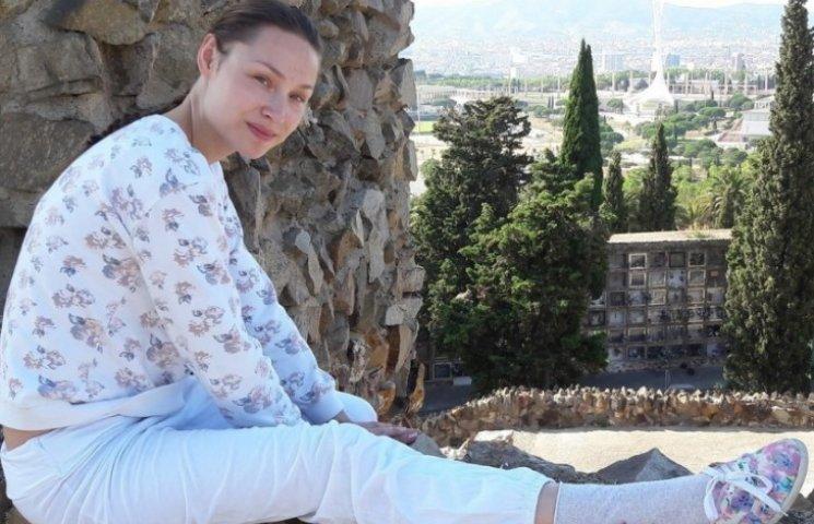Російська порнозірка роздяглася на барселонському кладовищі (18+ ФОТО)
