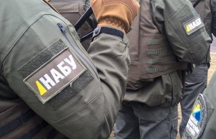 Детективи НАБУ проводять обшук в лабораторії вінницької СЕС