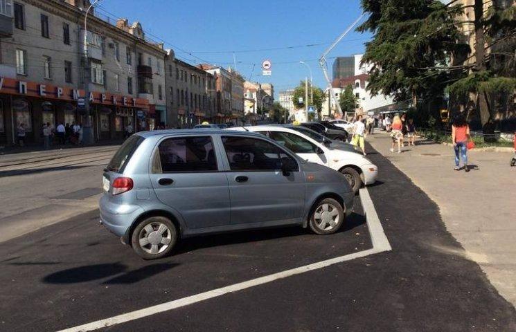 Як виглядають дві новенькі вінницькі парковки