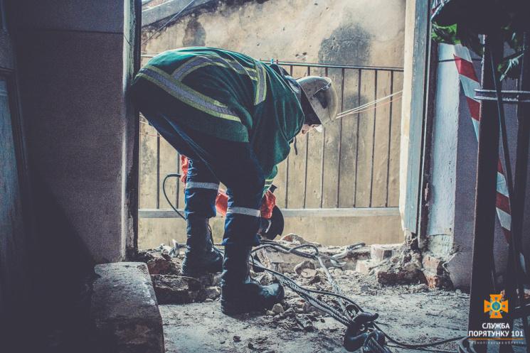 НаТернопільщині вбудинку обвалився балкон, є постраждалі