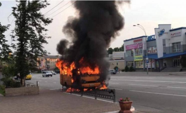 Под Киевом загорелись склады стопливом