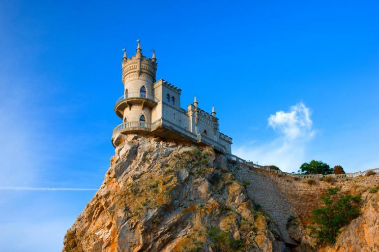 ВКрыму начали бурить скалу под дворцом Ласточкино гнездо