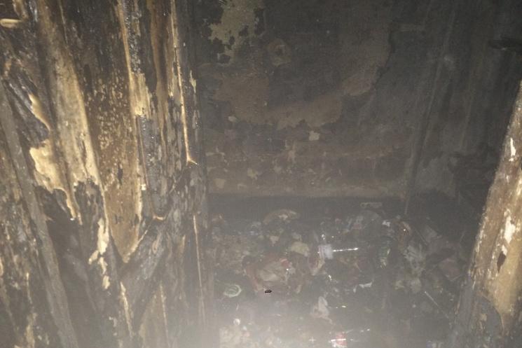 Слабонервным не смотреть: в Харькове мужчина сгорел в квартире, заваленной мусором фото