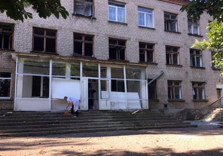 Бойовики обстріляли школу в Красногорівц…