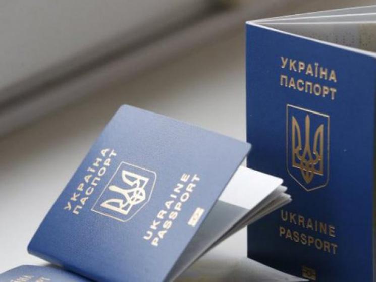 Втравні видано рекордну кількість закордонних паспортів, є випадки шахрайства— ДМС