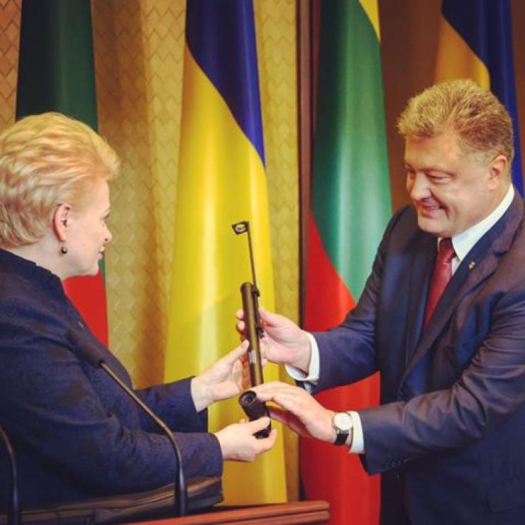 Президент Литви передала для ЗСУ прилад для захисту бійців