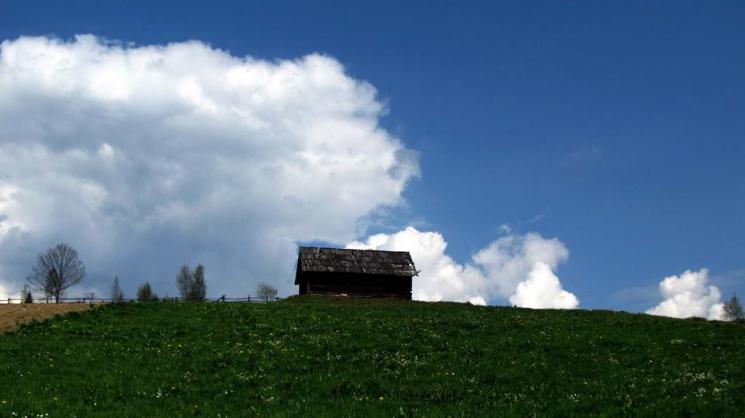 """Як виглядає останнє село """"з цивілізацією"""" у Карпатах, перед підйомом у гори"""